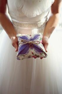 wedding photo - DIY Hanky обручальное кольцо подушки