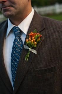 wedding photo -  Navy Tie & Orange Boutonniere | Lacivert Kravat ve Damat Yaka Cicegi